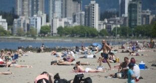 Vancouver, BC: MAY 09, 2020 --  Kits Beach saturday, May 9, 2020. Since the provincial government has loosened some rules around Covid-19, local parks and beaches have seen people flocking to them.  (Photo by Jason Payne/ PNG) (For story by Tiffany Crawford) ORG XMIT: crowded beaches [PNG Merlin Archive]